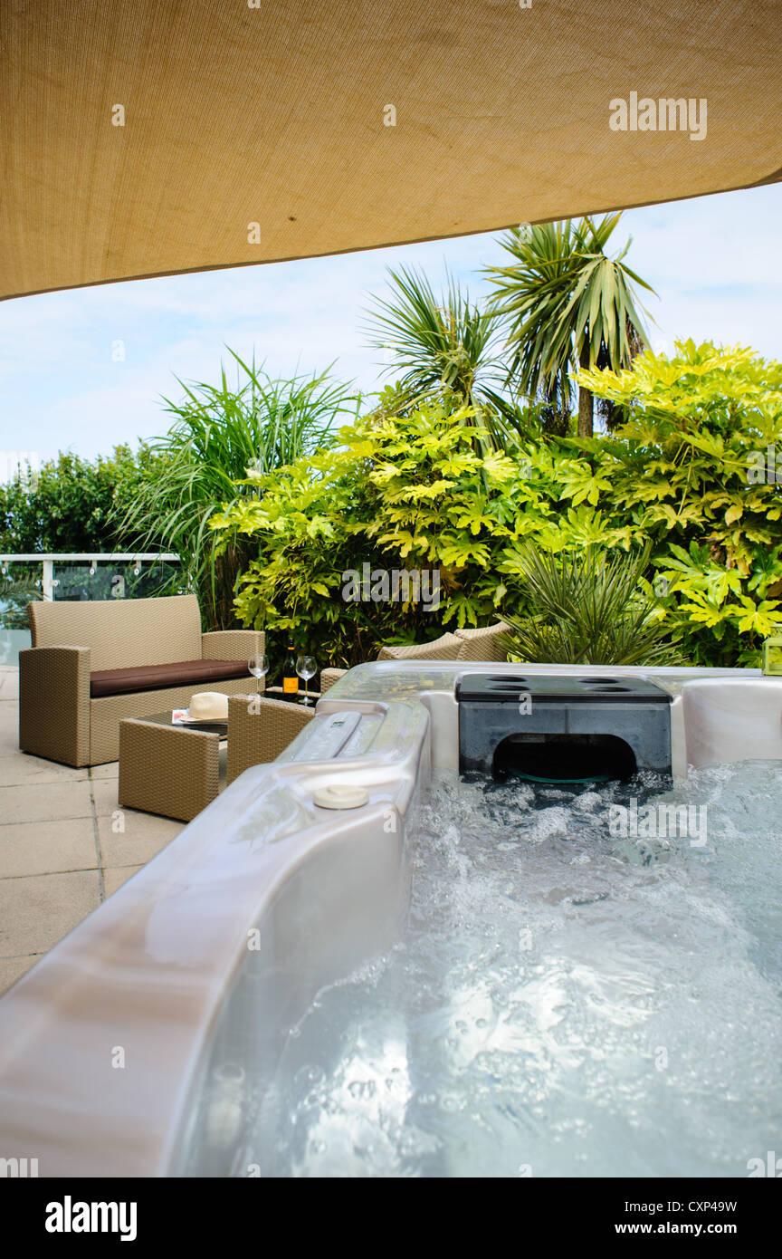 Garten Whirlpool Stockfotos & Garten Whirlpool Bilder - Alamy