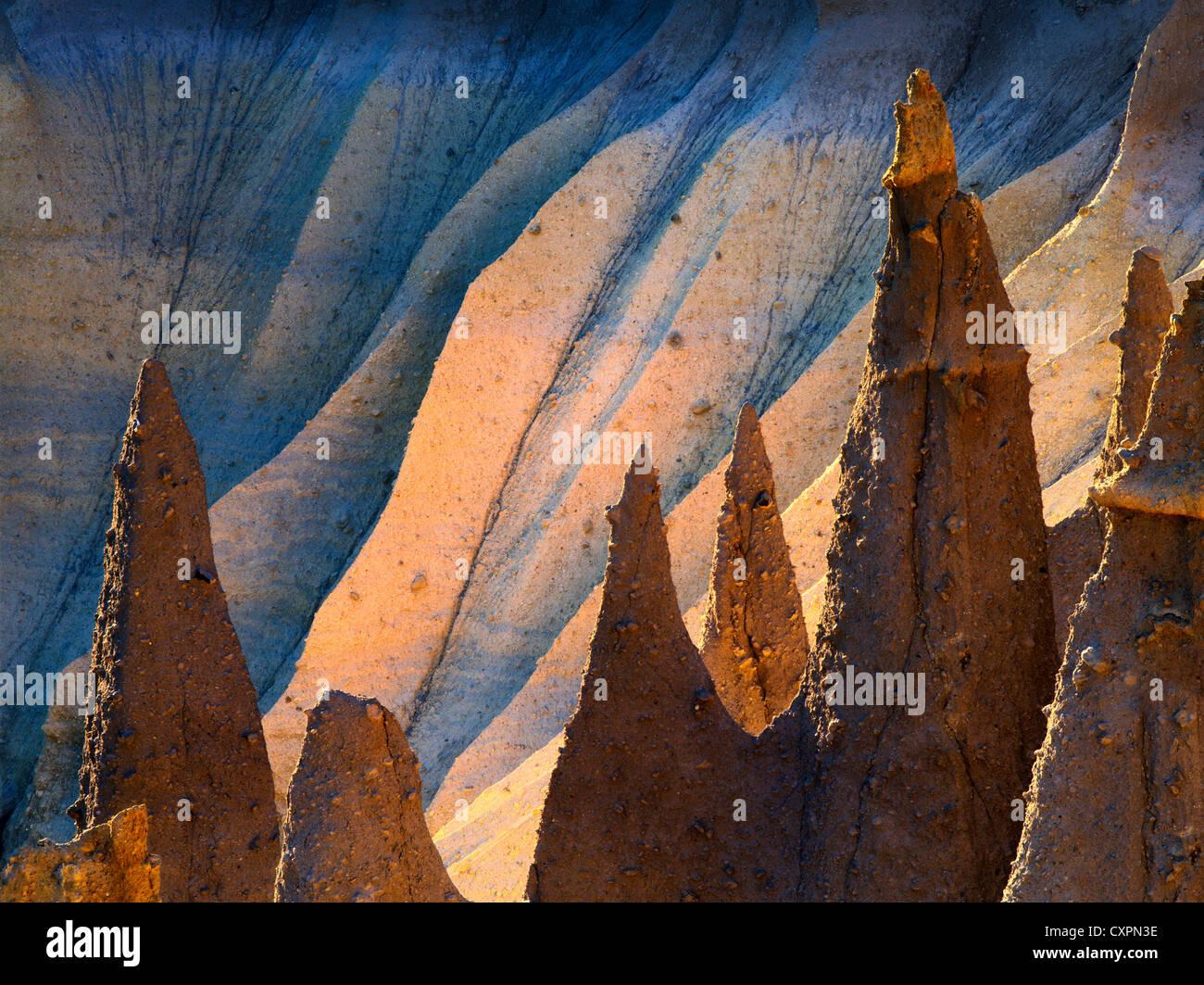 Hinterleuchtete Pinnacles Cater Lake Nationalpark, Oregon vulkanischen Ursprungs Stockfoto