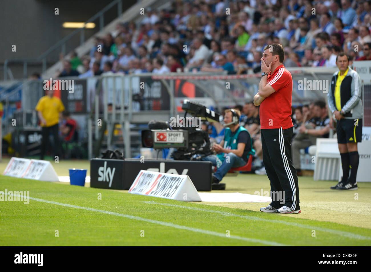 Dieter Hecking, Manager des 1. FC Nürnberg, an der Seitenlinie, WIRSOL Rhein-Neckar-Arena, Sinsheim, Baden Stockbild