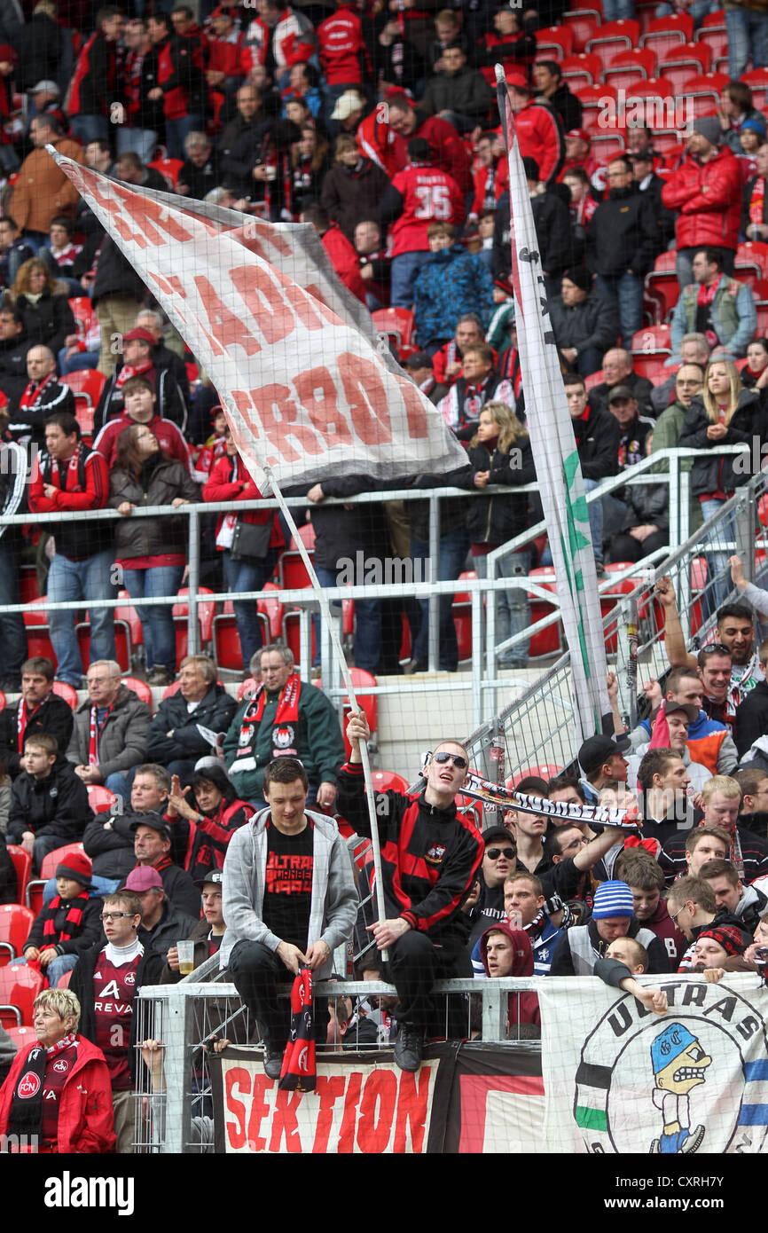 Fans des 1. FC Nürnberg Soccer Club in das Spiel FSV Mainz 05 Vs 1. FC Nürnberg, Coface-Arena Stadion Stockbild