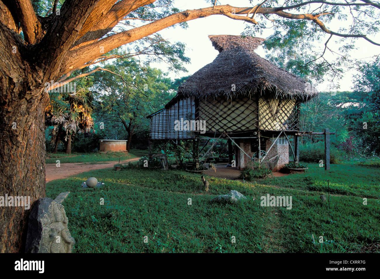 Alternative Architektur, Hütte, so genannte Kapsel, Auroville, experimentelle Township in der Nähe von Stockbild