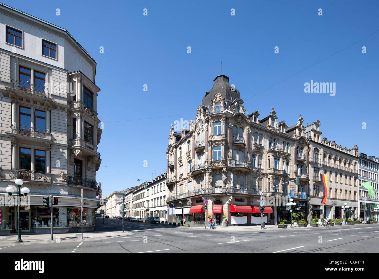 Büro- und Gewerbeimmobilien auf Wilhelmstraße, nicknamed Rue, Wiesbaden, Hessen, PublicGround Stockbild