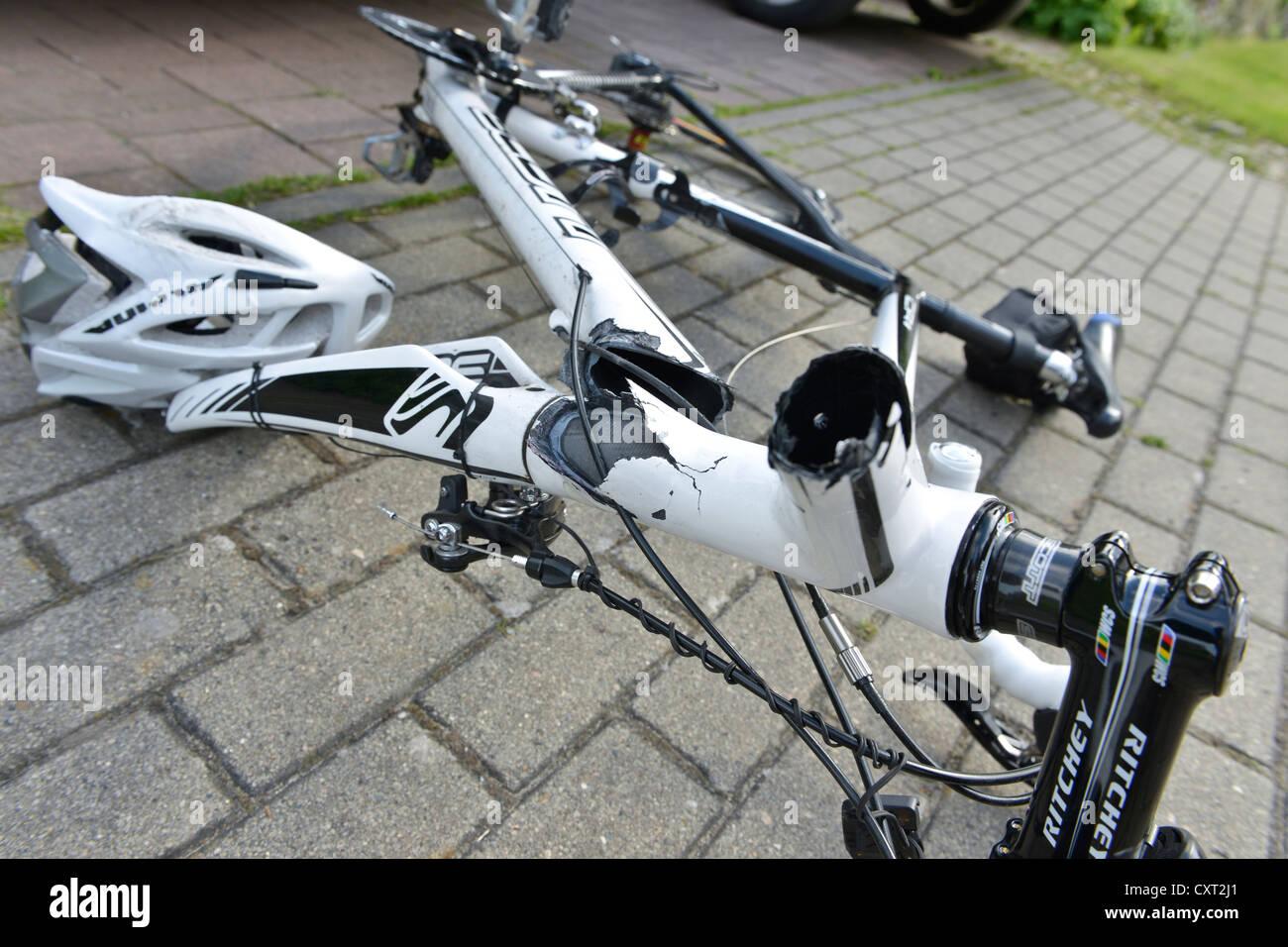 Fahrradunfall, machte gebrochen Fahrradrahmen aus Carbon und einen ...