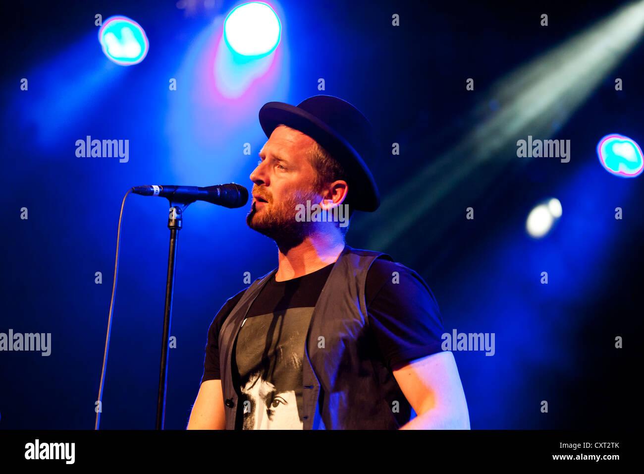 Bart van der Weide, Sänger der niederländischen Band Racoon, die live im Schueuer Concert Hall, Luzern, Stockbild