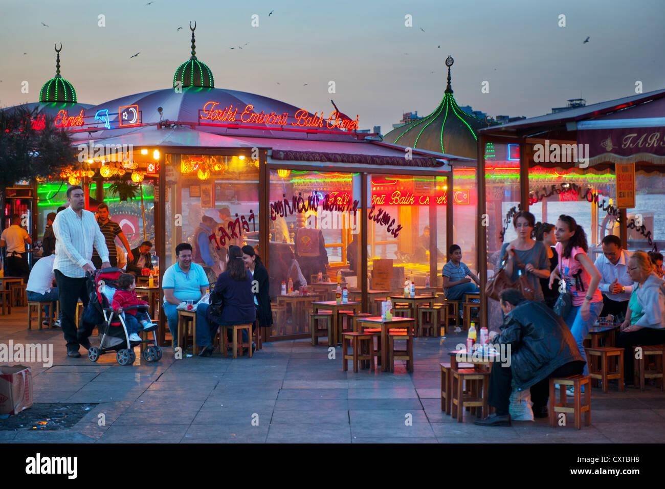 Ägypten, Istanbul, Eminönü, Platz eine der Galatabrücke Mit Den Berühmten Balik Ekmek, Stockbild