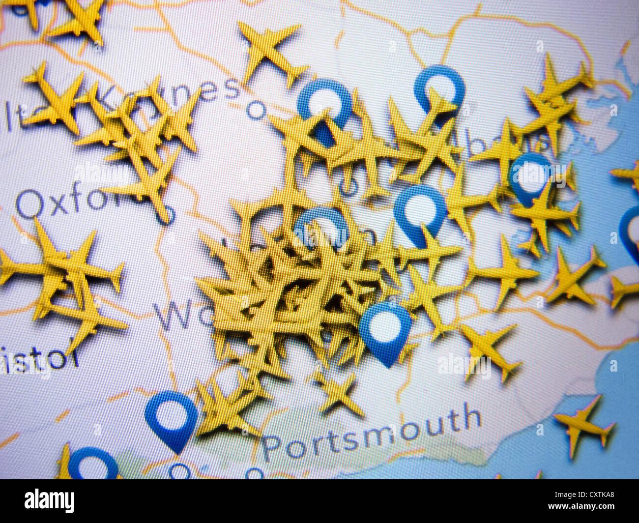 Realtime Flugzeug Radar Lage verstopft viele Flugzeuge im Luftraum rund um Heathrow Flughafen wie gezeigt auf eine Stockfoto