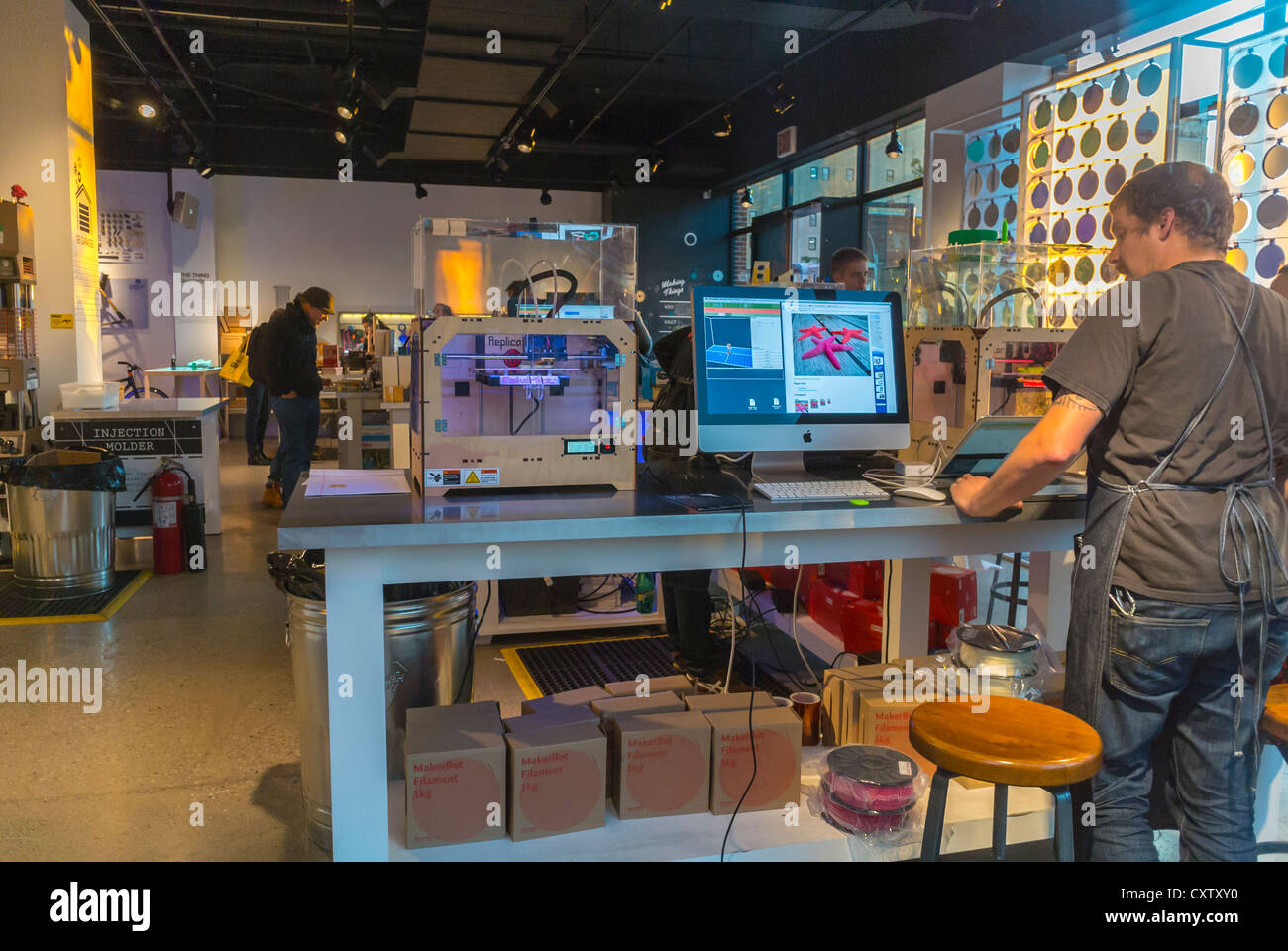 "New York City, NY, USA, American Concept Store ""Story"" Partnerschaft mit ""GE-Garagen"", ""Making Stockbild"