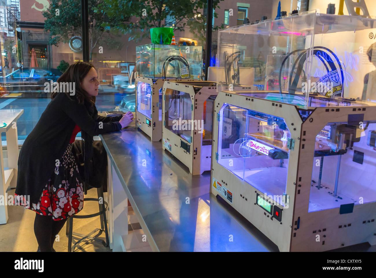 """New York City, NY, USA, American Concept Store tory' Partnerschaft mit """"GE Garagen' erleben Sie die Stockbild"""
