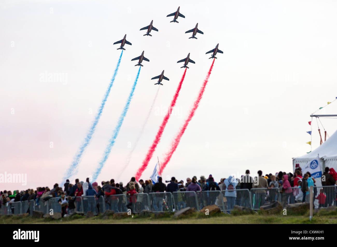 Eine Aufführung durch die französischen akrobatische Patrouille (Patrouille de France) während der Stockbild