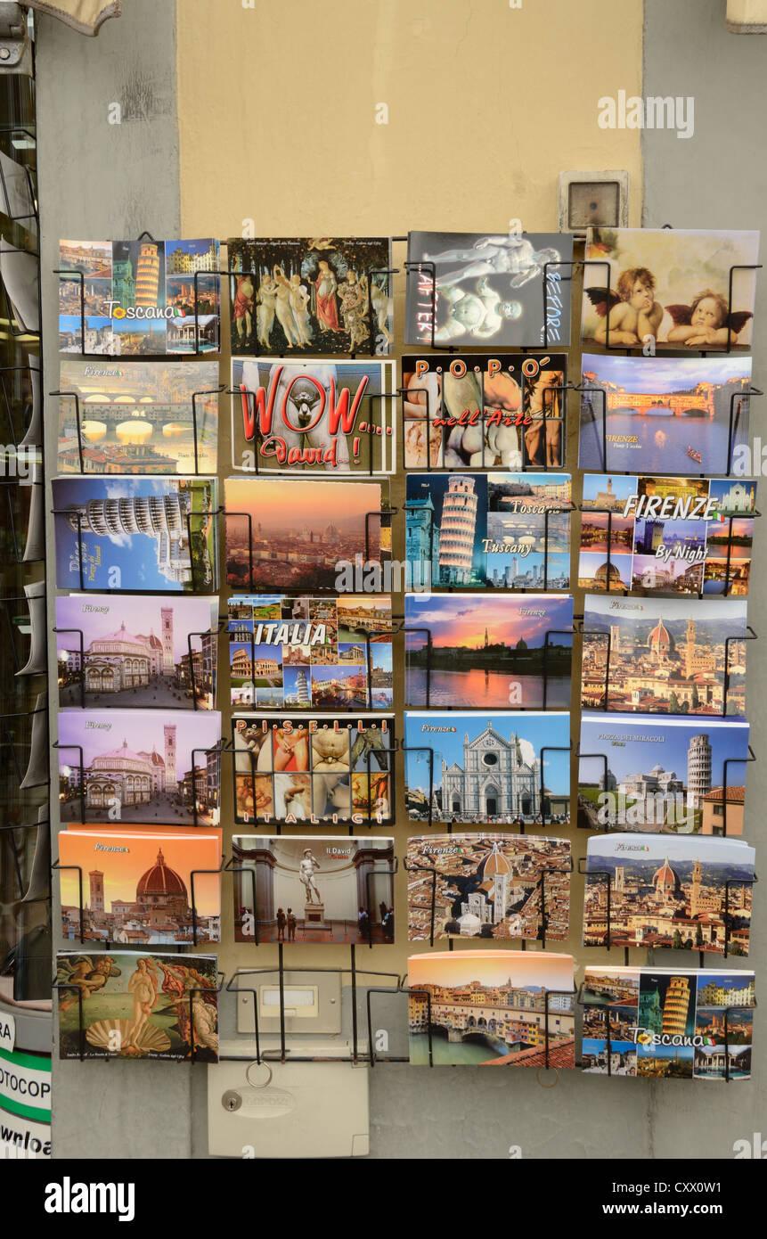 Ansichtskarten vor einem Geschäft in Florenz, Italien Stockbild