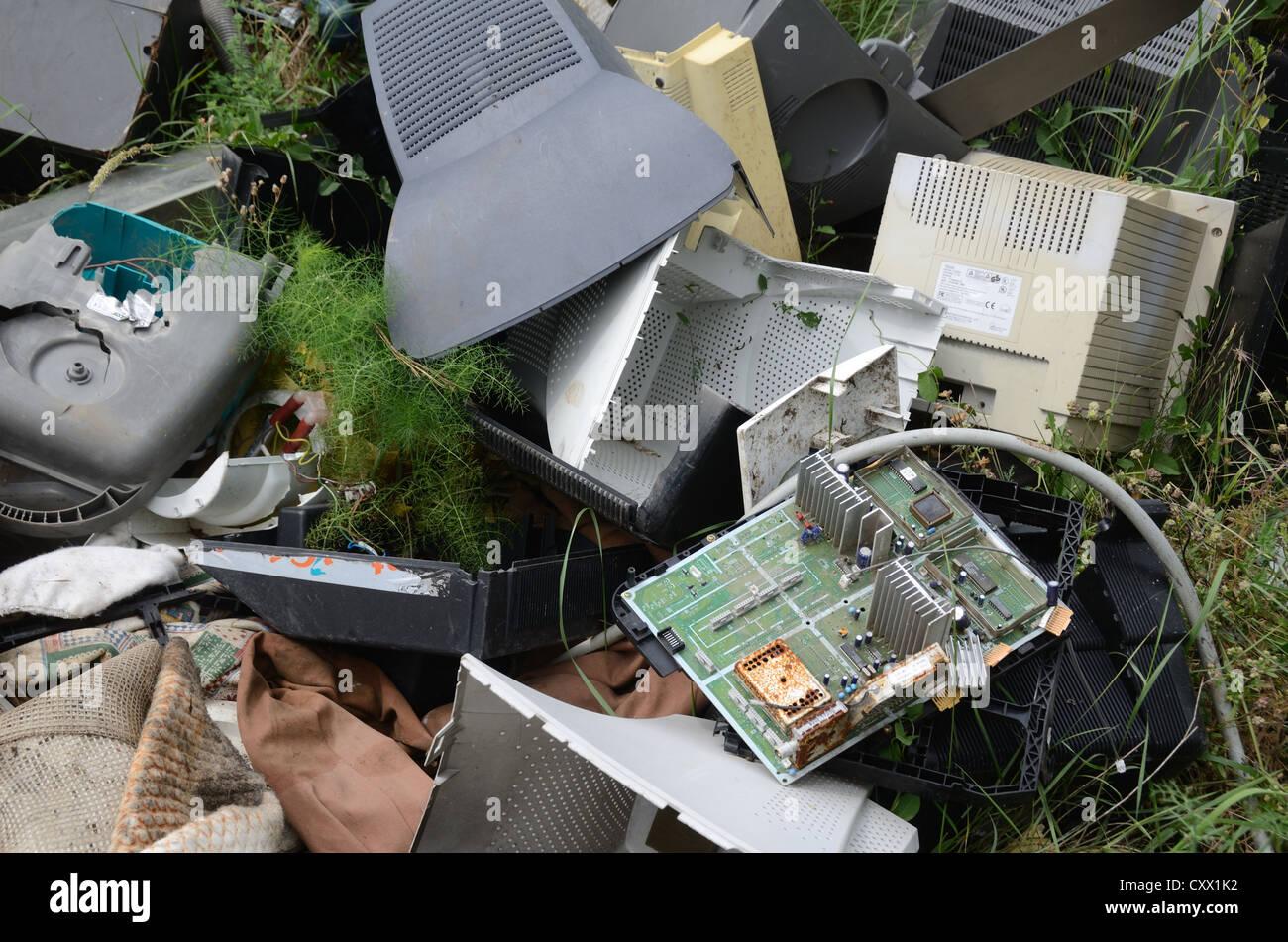 Ausrangierte Computer und Festplatten im Dump oder Abfälle Tipp Provence Frankreich Stockbild