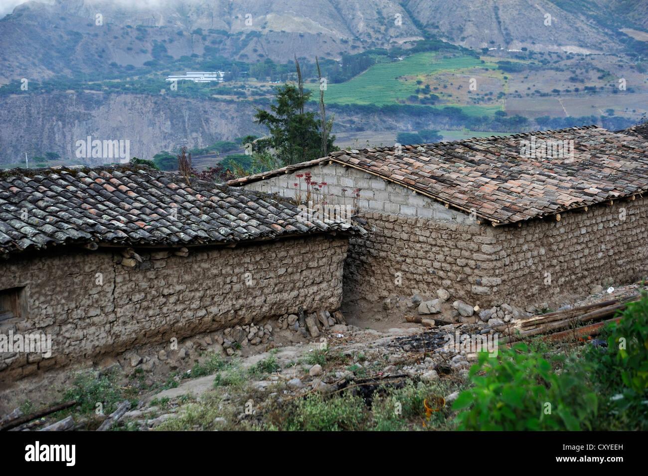 Häuser im traditionellen Baustil, Lehmziegeln, African-ecuadorianische Gemeinde La Loma, Paroquia Concepcion Stockbild