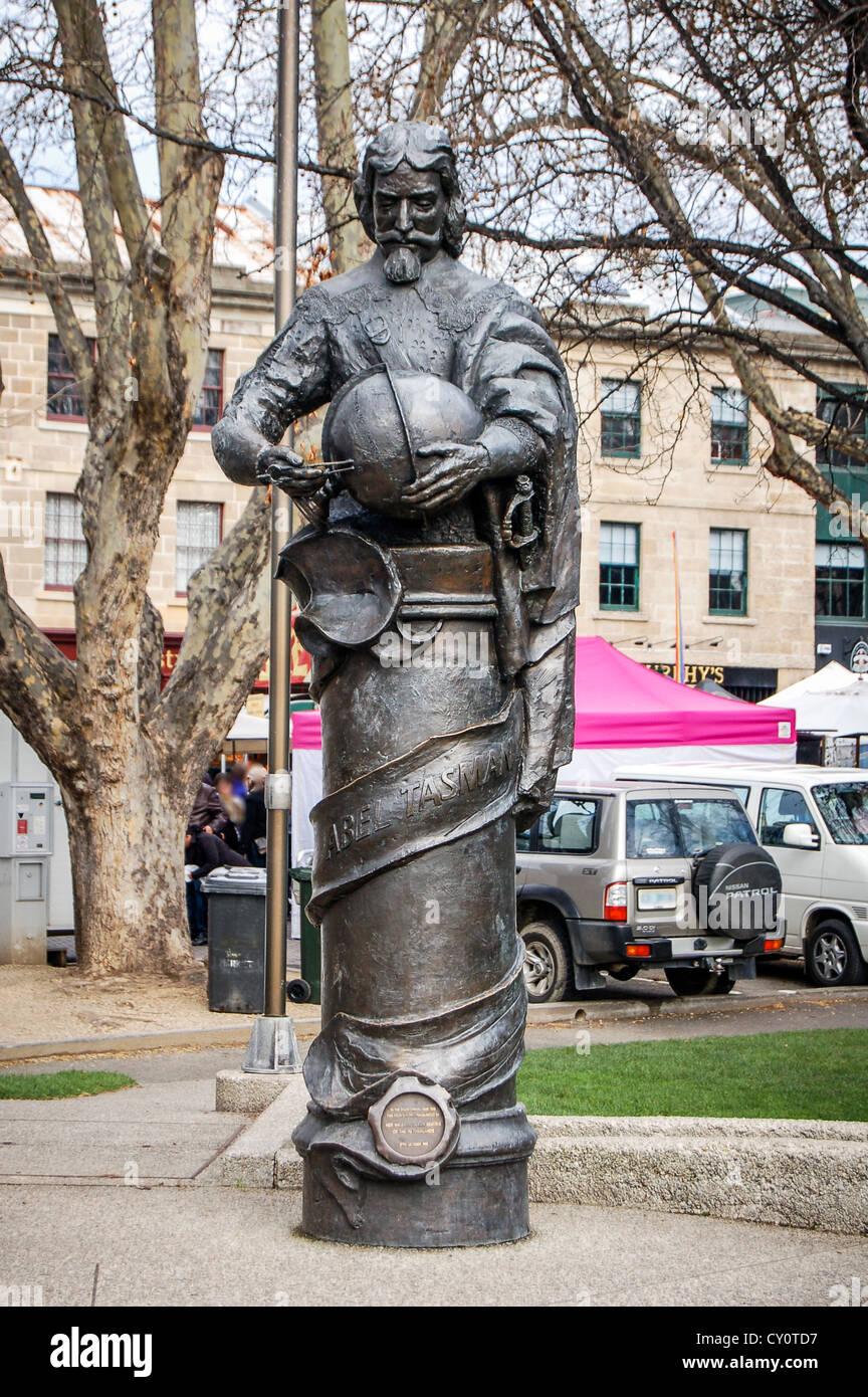 Statue Ehren Explorer in der Lage Tasman im Park neben Salamanca Place in Hobart, Tasmanien, Australien. Stockbild