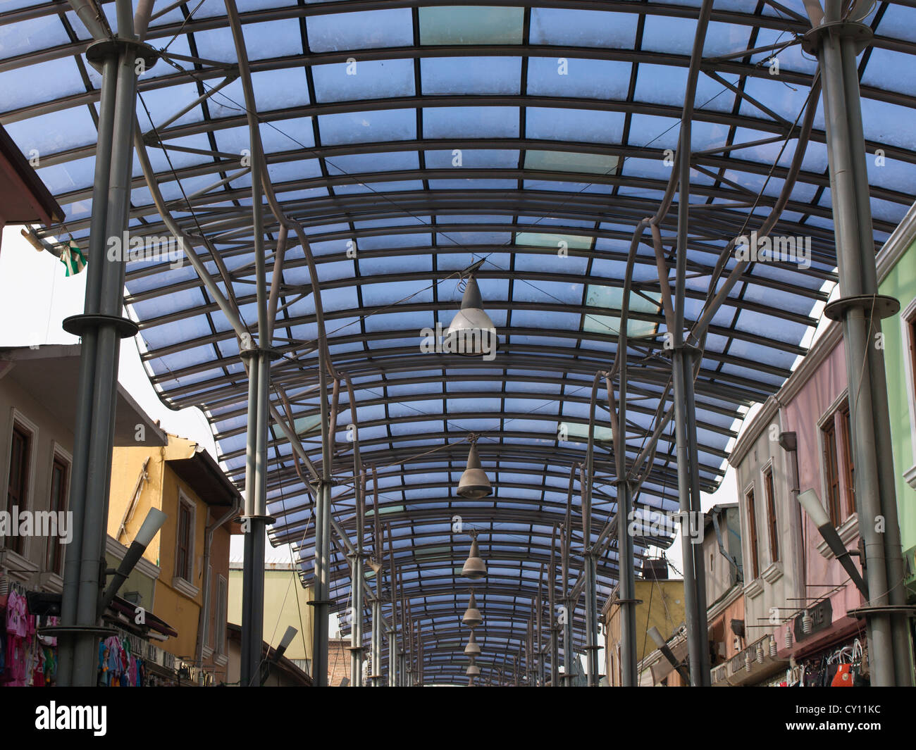 Struktur für die Uzuncarsi Caddesi Straße in der zentrale Markt Bezirk Bursa, alten Markthallen oder Han Stockbild