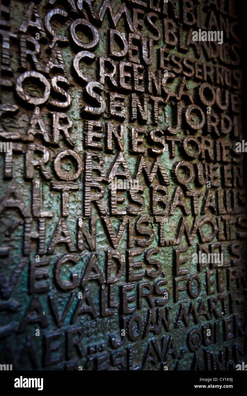 Muster Der Bronze Angehoben Briefe In Spanisch Wörter Mit Grüne