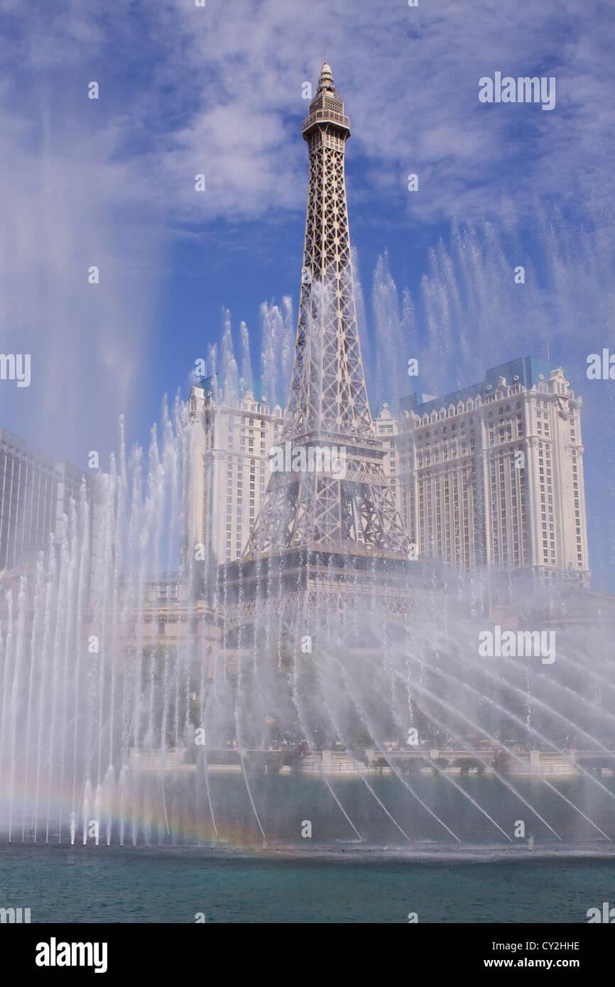 Tageslicht Anzeigen der musikalisch choreographierten Bellagio Springbrunnen in dem 9 Hektar großen See vor Stockbild