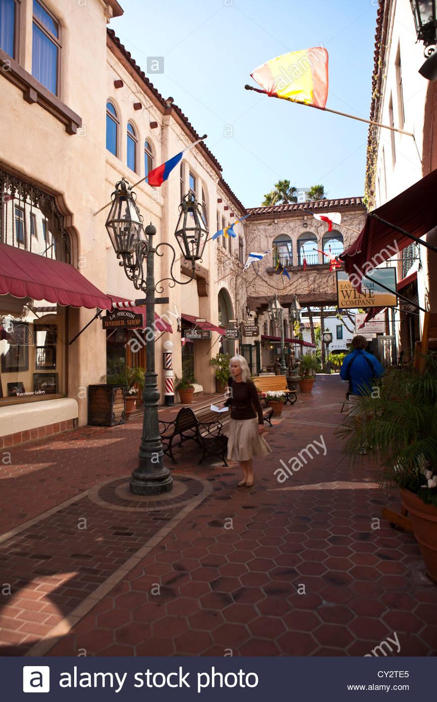 Ein Blick auf spanischen Stil La Arcada Outdoor-Shopping-Mall. Stockbild