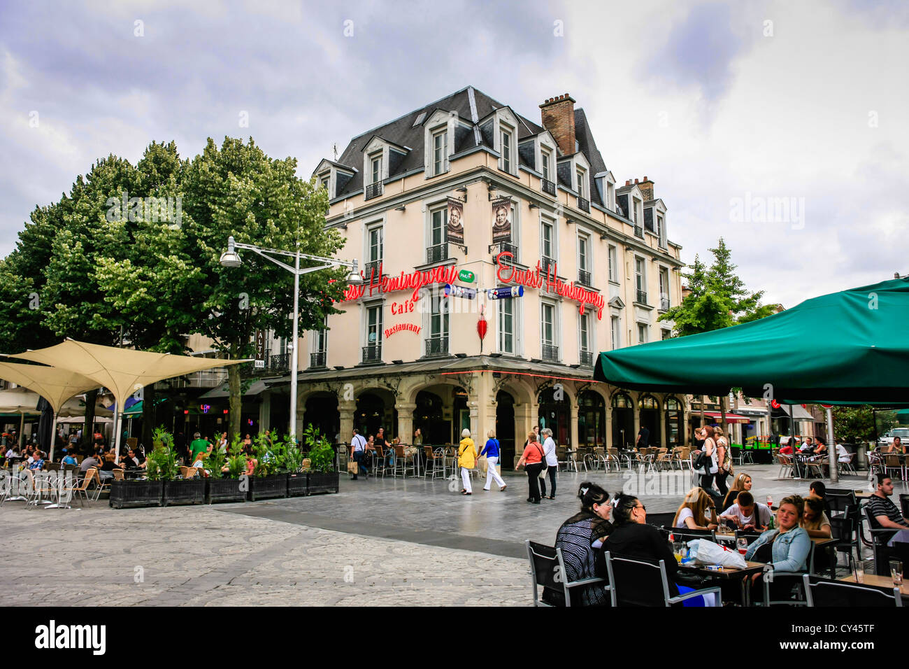 Ernest Hemmingway Cafe Restaurant auf Rue de Mars in Reims Frane Stockbild