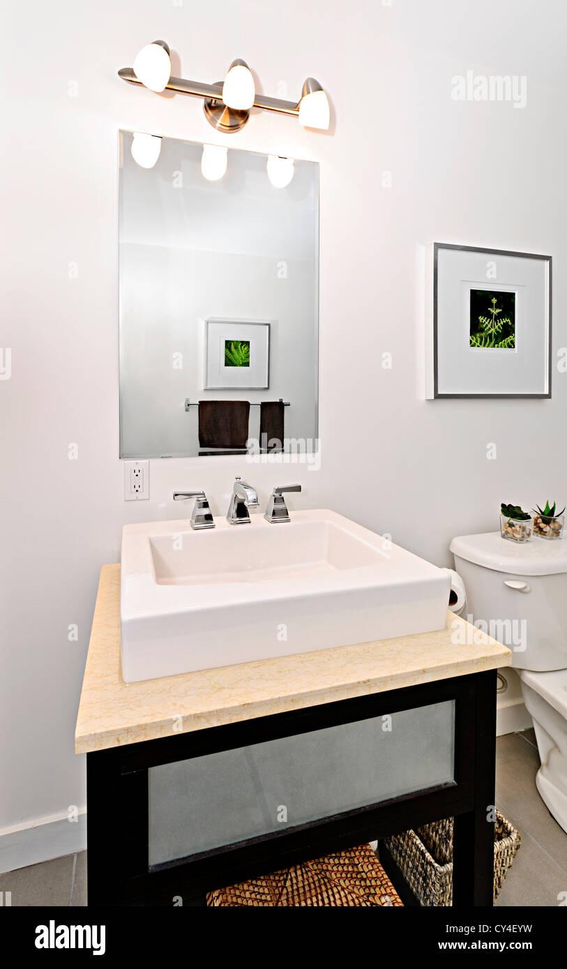 Innenausbau Badezimmer Eitelkeit Und Spiegel   Kunstwerke An Wänden Sind  Vom Fotografen Portfolio