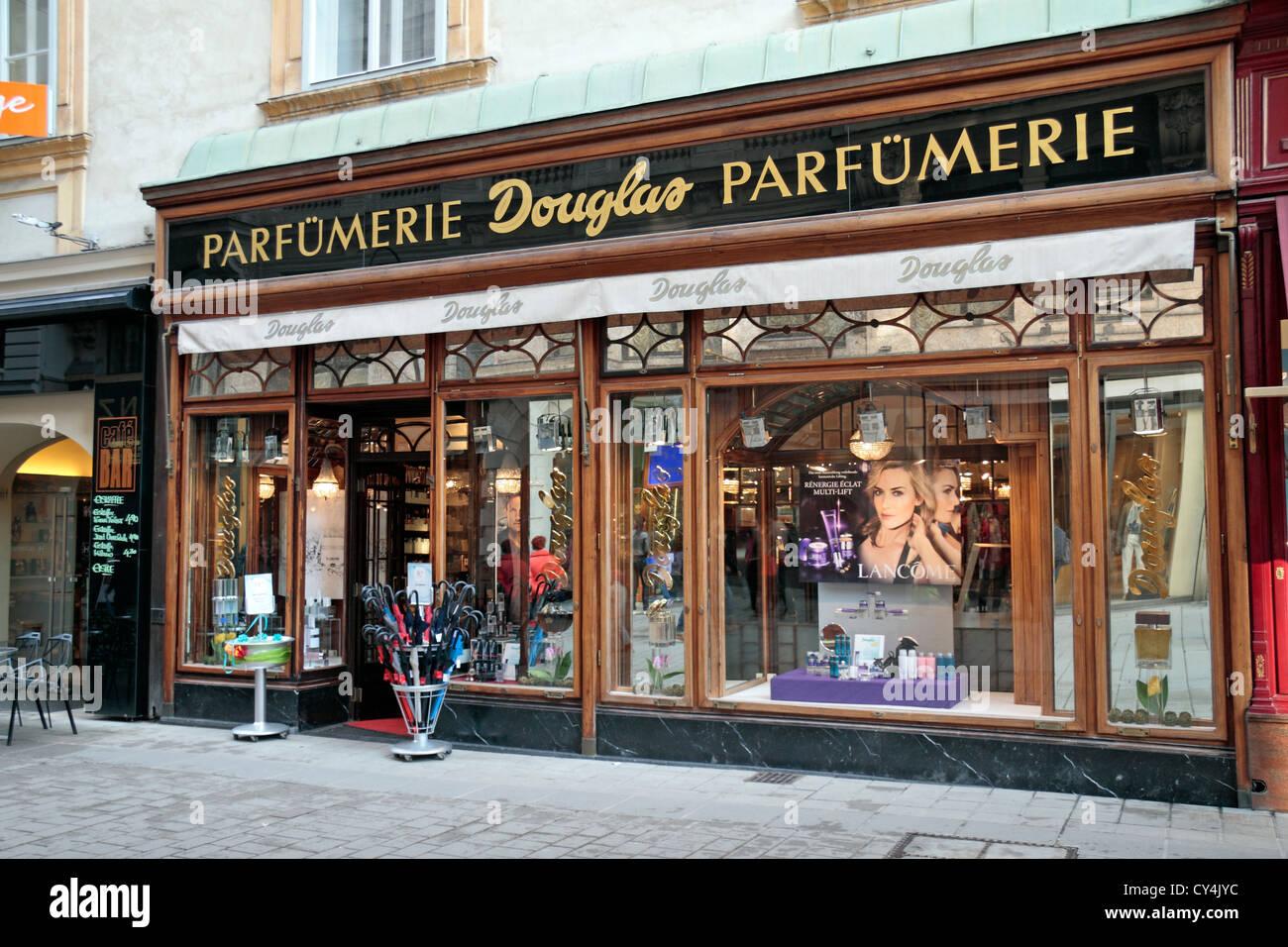 a5d3f700619a8b Die Douglas Parfümerie In Wien österreich Stockfoto Bild 51119136