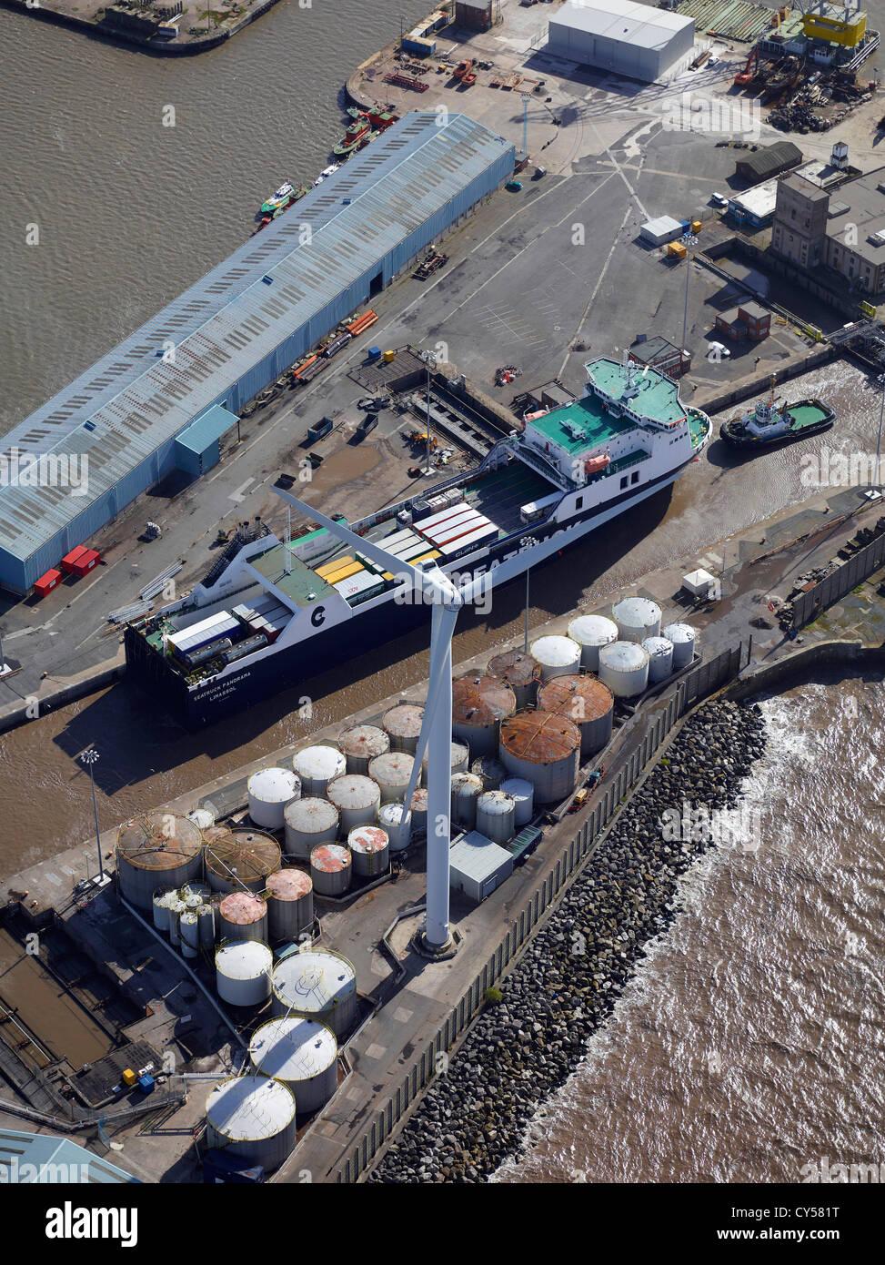 Windkraftanlage bei Liverpool Docks, Merseyside, North West England, UK Stockbild