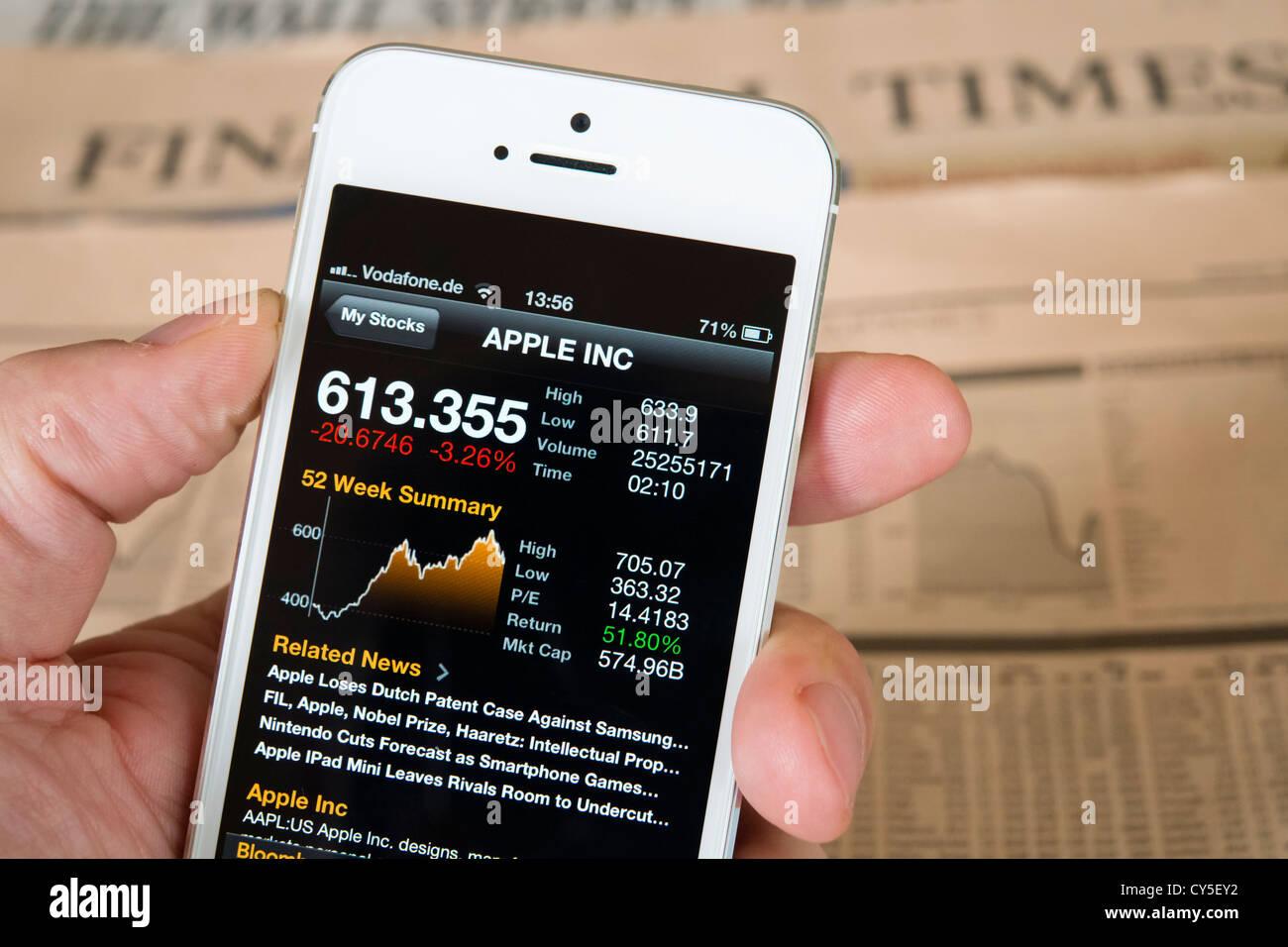 Detail des iPhone 5 Smartphone-Bildschirm, Finanz-app mit Firma Apple Börsendaten Stockbild
