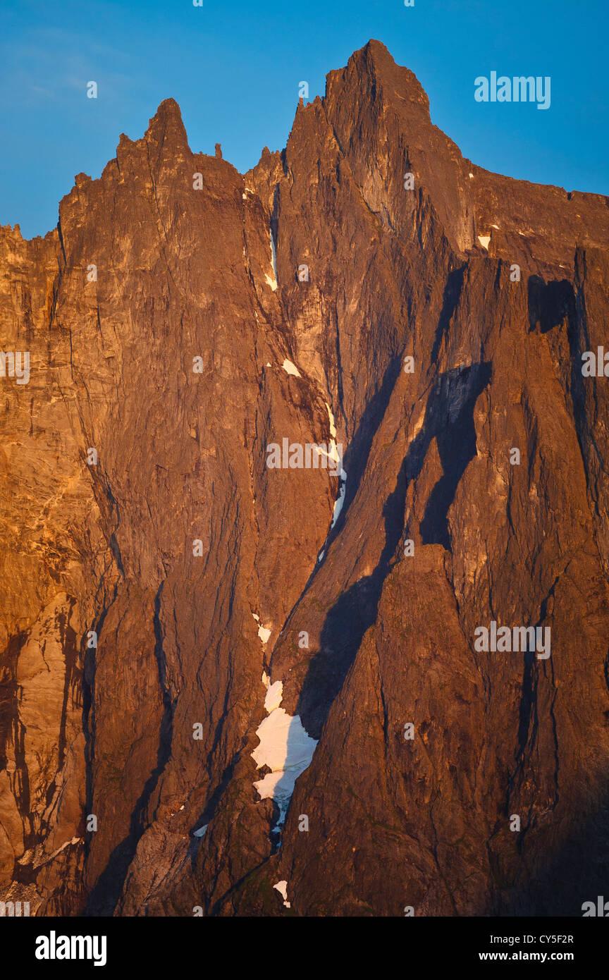 Speichern Trolltind an der ersten Ampel im Tal Romsdalen Møre Og Romsdal, Norwegen. Stockbild