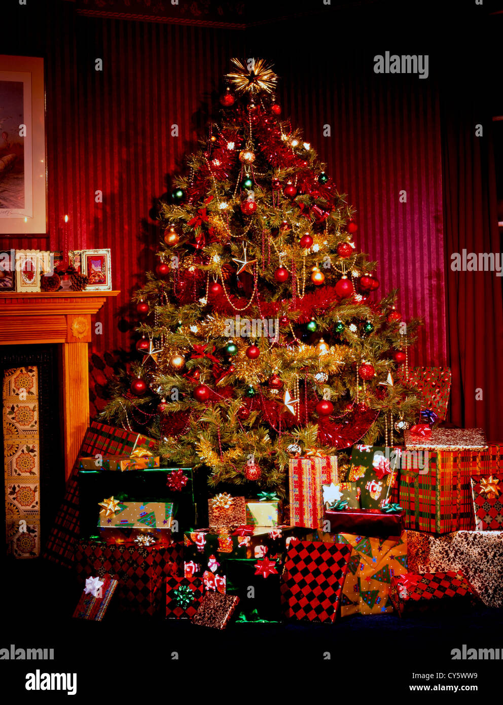 Christmas Stocking Presents Stockfotos & Christmas Stocking Presents ...