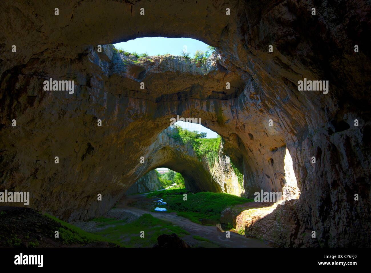 Devetashka Höhle befindet sich im Nord-Bulgarien Stockbild