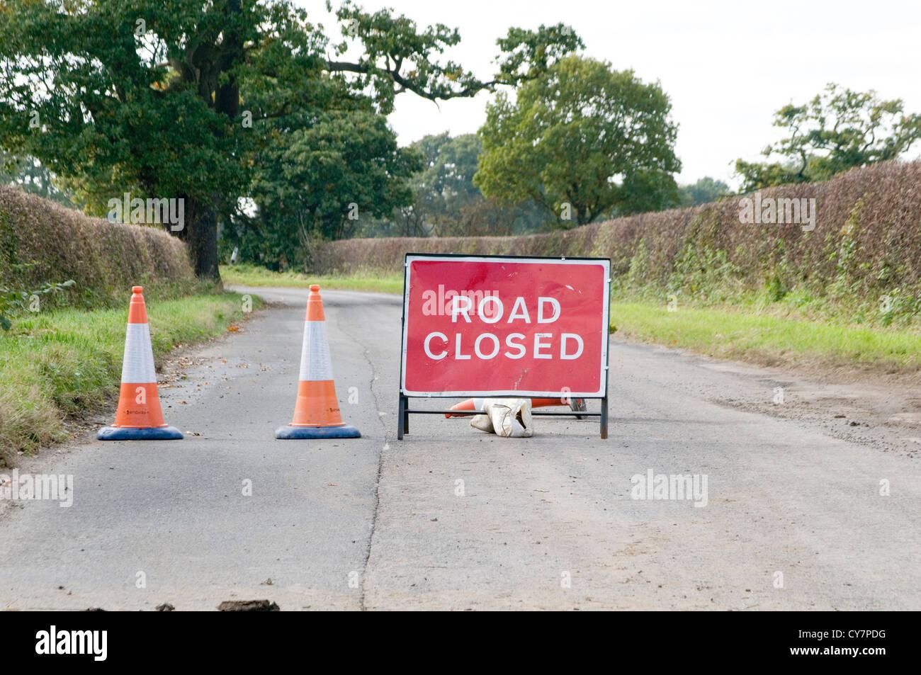 Straße gesperrt Schild Roadsign Verkehrszeichen Shut Stockbild