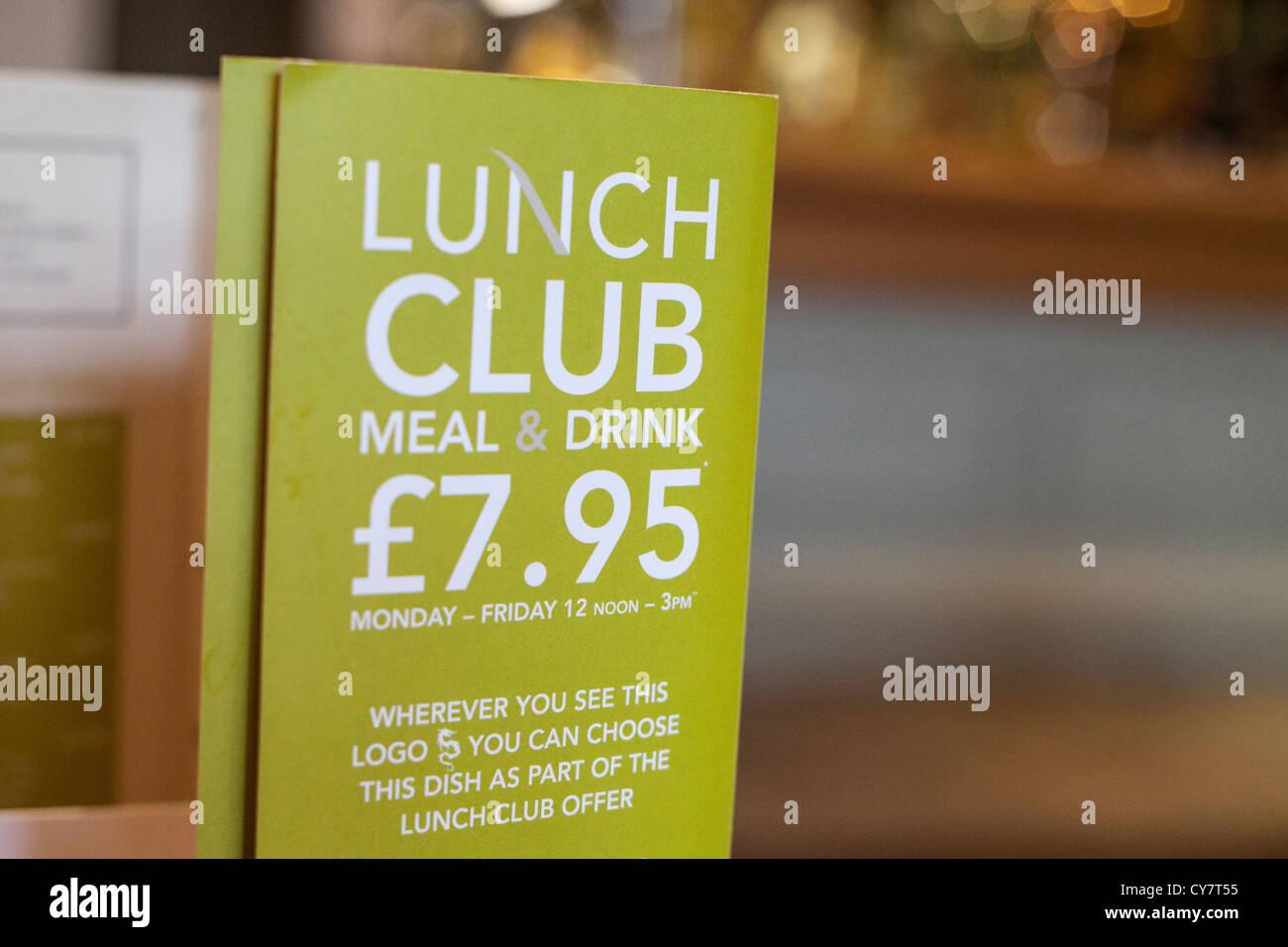 Ein Pub Club Mittagsmenü für eine Mahlzeit und Getränke Angebot ...