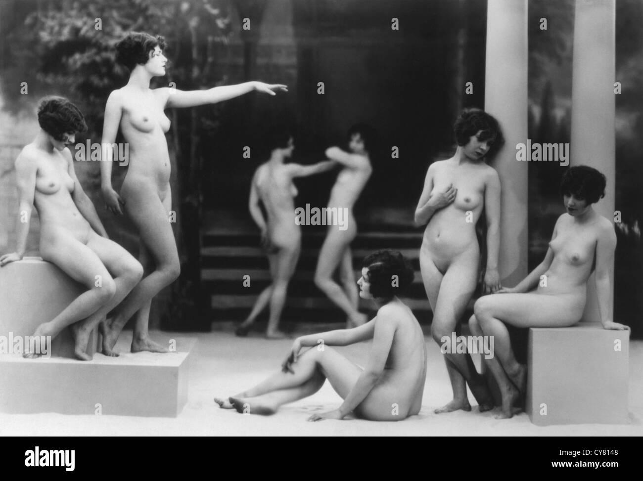 Nackt frauen posen Sexfilme gratis