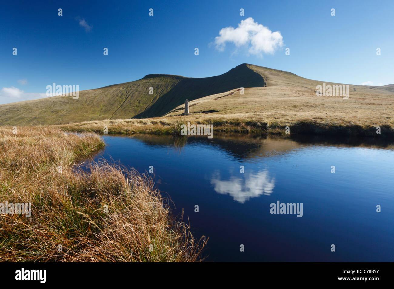 Pen Sie y Fan & Mais Du von in der Nähe von Tommy Jones' Obelisk. Brecon Beacons National Park, Powys, Stockbild