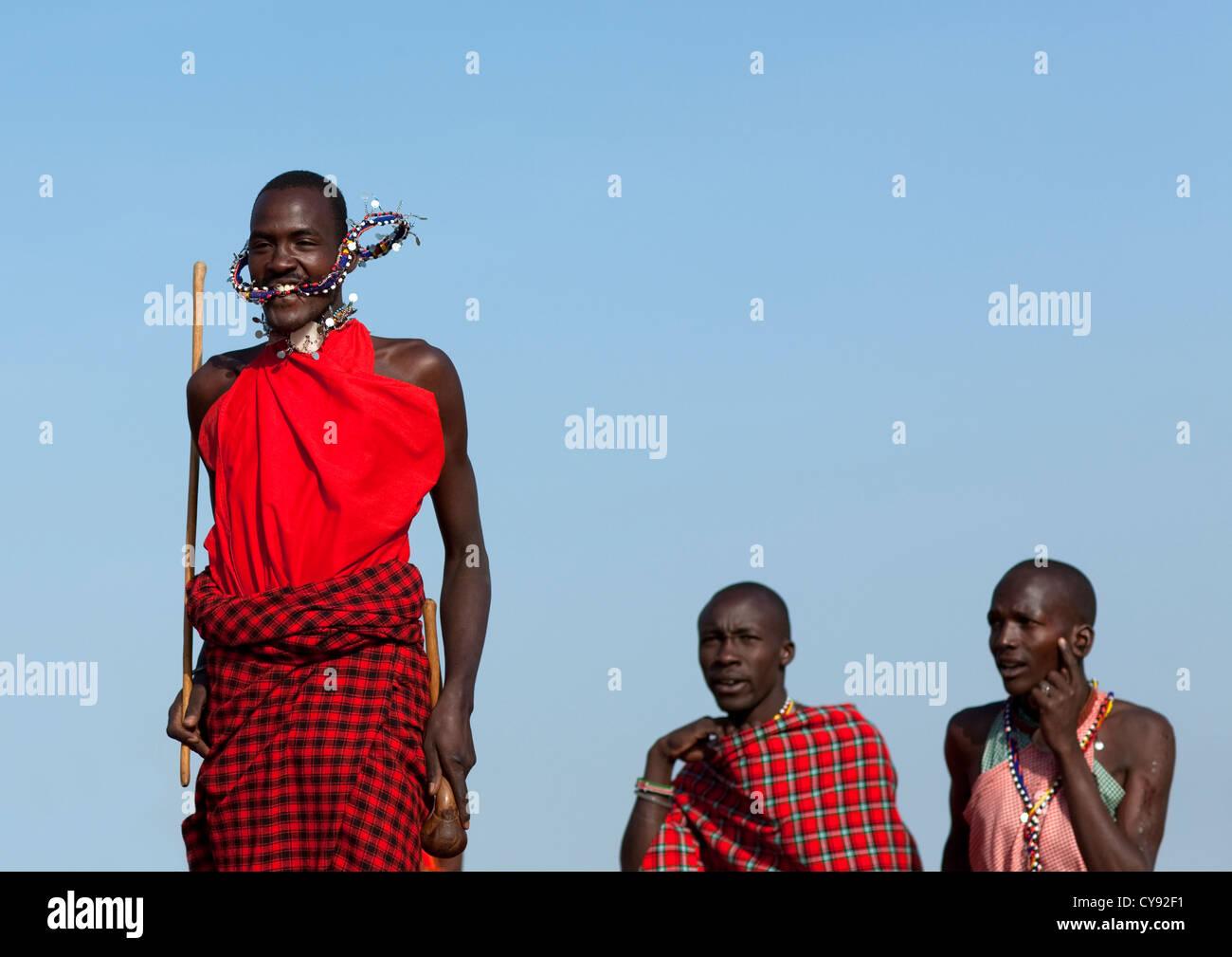 Massai Krieger Tanzen Und Springen Kenia Stockfoto Bild 51216005