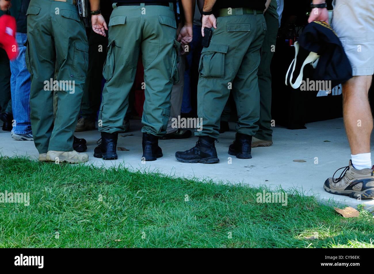 SWAT-Team-Mitglieder sammeln auf Equipment Suppliers Convention. Stockfoto