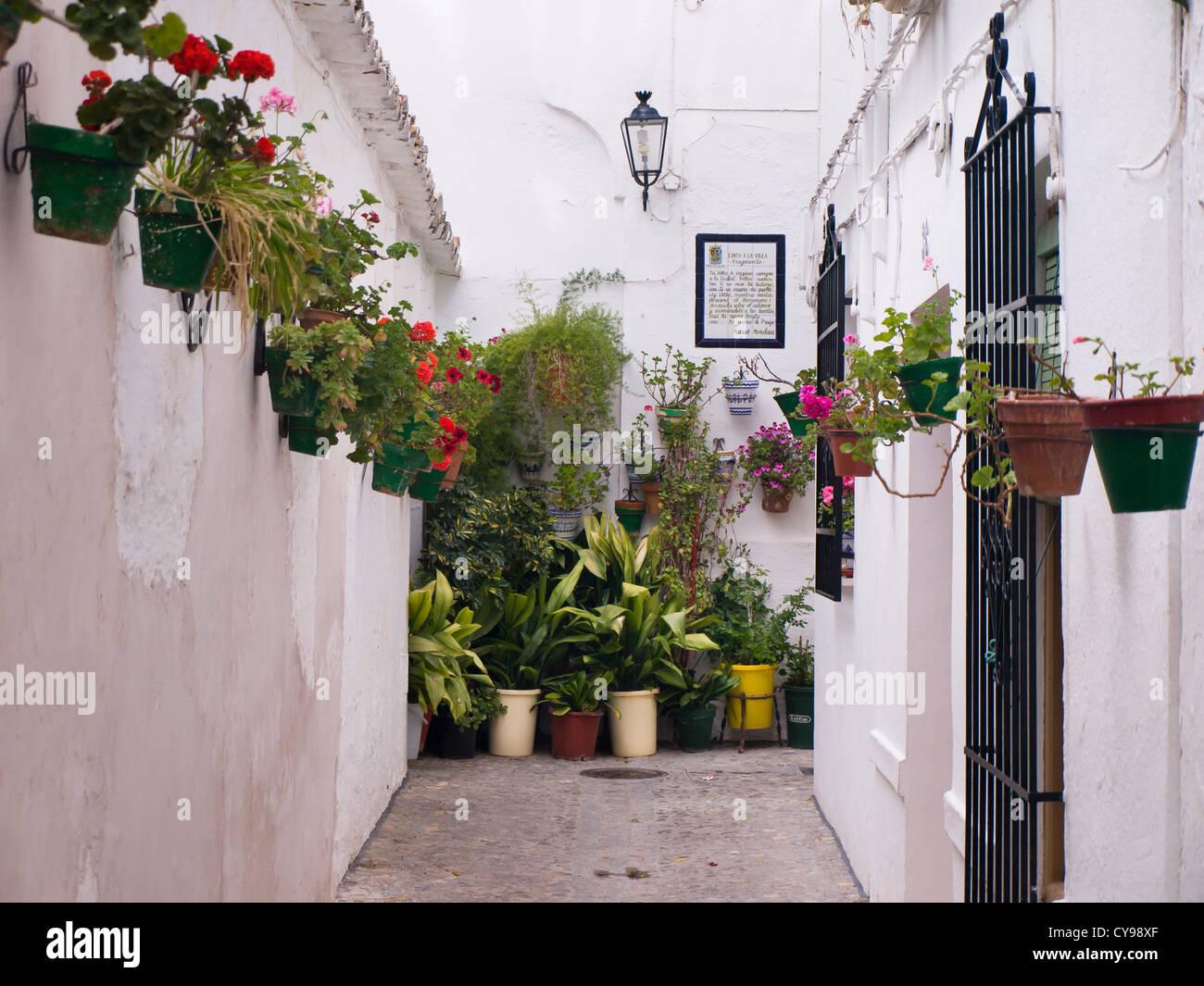 Priego de Cordoba in Andalusien, mit vielen Gassen, weiße Häuser und ...