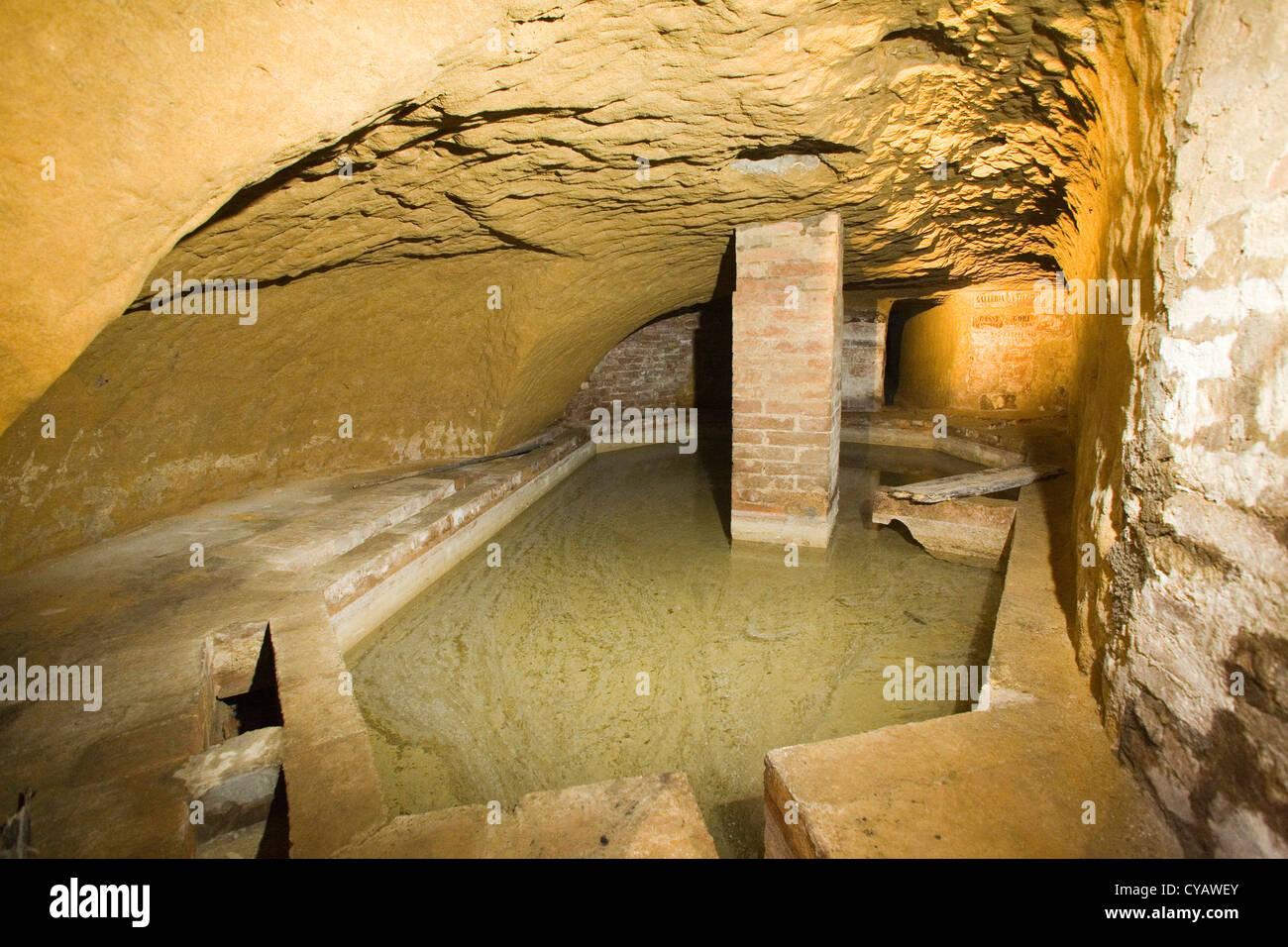 Europa, Italien, Toskana, Siena, Bottini, alten Aquädukt Stockfoto