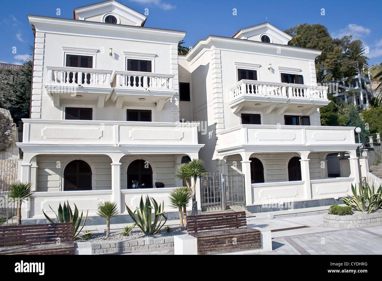 Zwei Weisse Mediterrane Hauser Stockfoto Bild 51315812 Alamy
