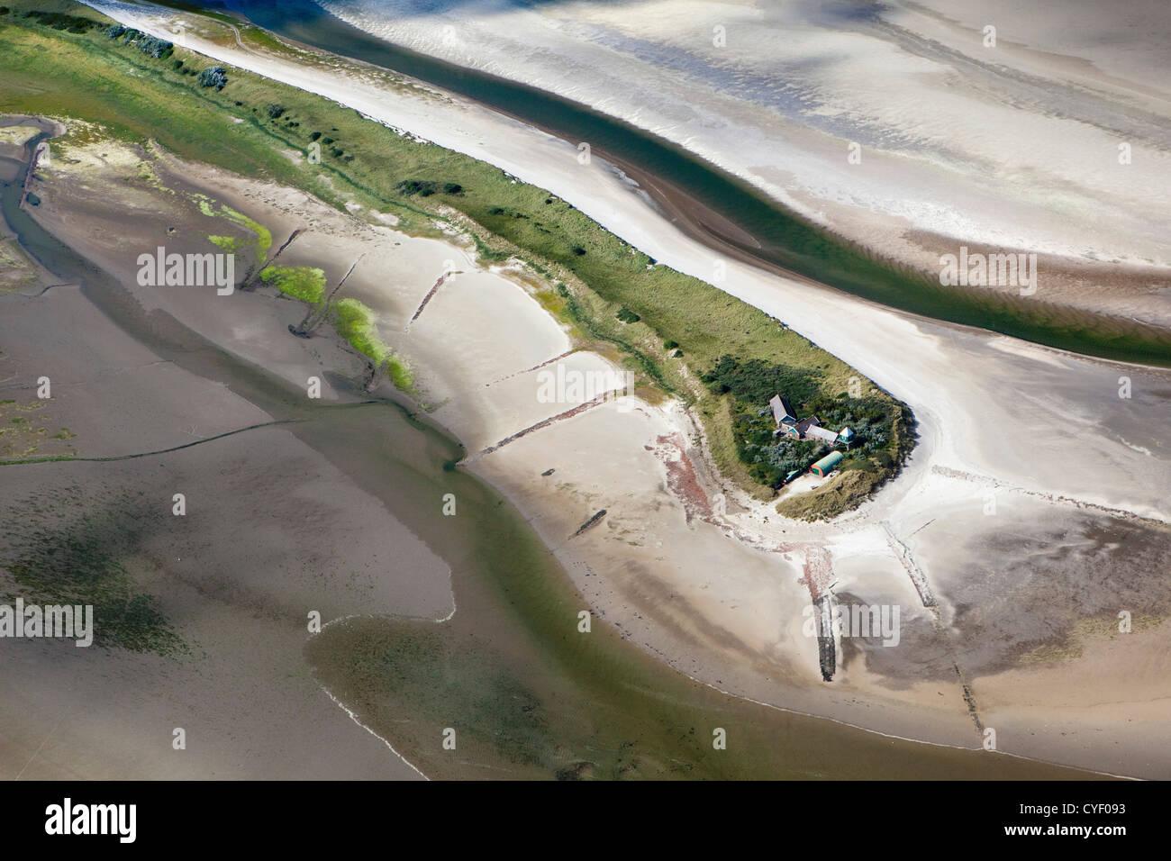 Insel namens Rottumerplaat. Teil der Wattenmeer-Inseln. UNESCO-Weltkulturerbe. Marsh Land, Watten. Luft. Stockbild