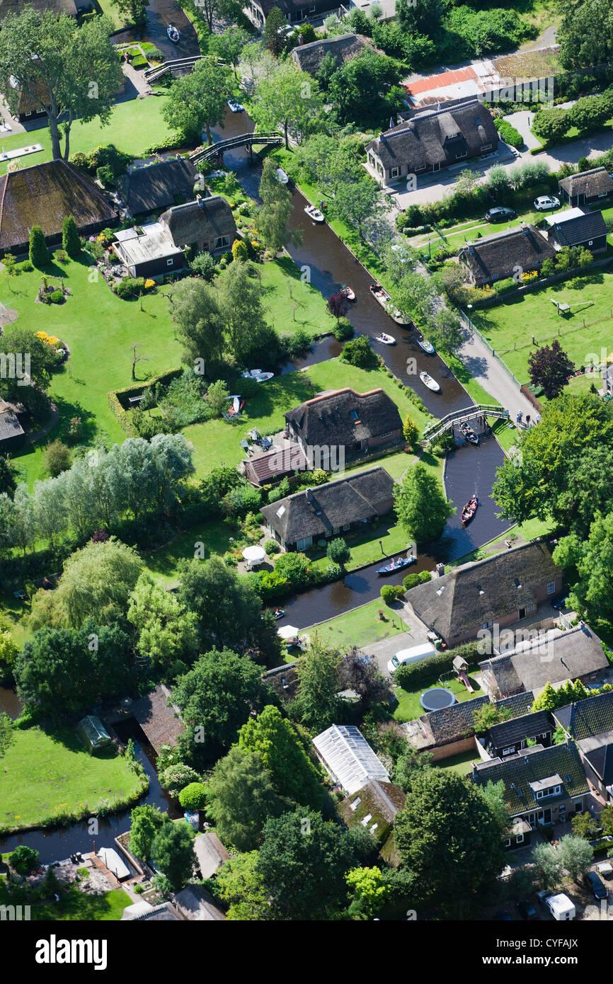 Den Niederlanden, Giethoorn, Dorf mit vielen Kanälen und Seen durch Torf zu graben. Die meisten Verkehrsmittel Stockbild