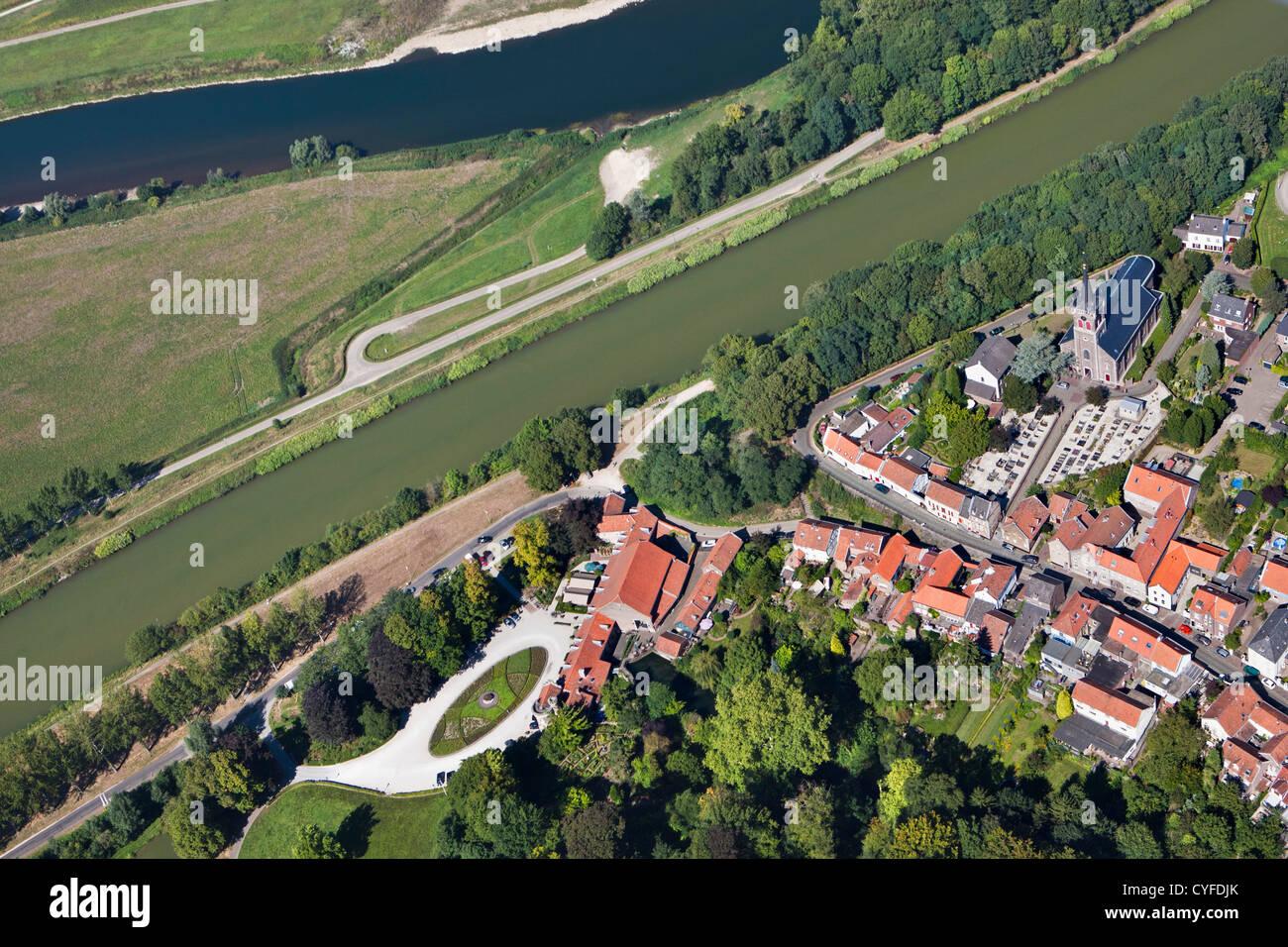 Niederlande, Elsloo, Dorf in der Nähe von Canal Juliana Kanal und ein wenig weiter den Fluss Maas oder Meuse Stockbild