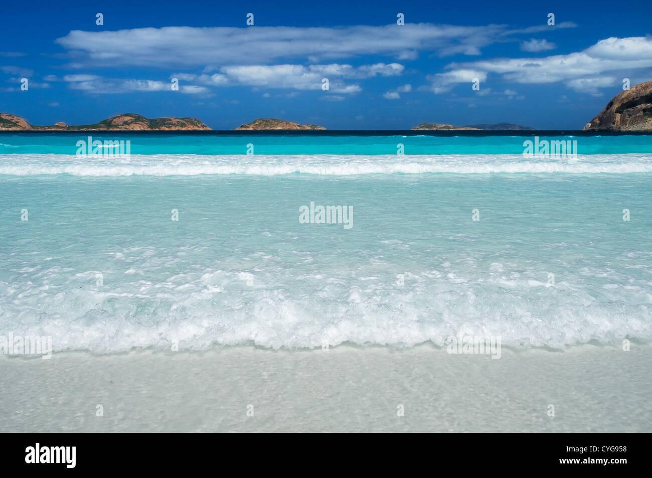 Türkisfarbene Wasser in Lucky Bay. Stockbild