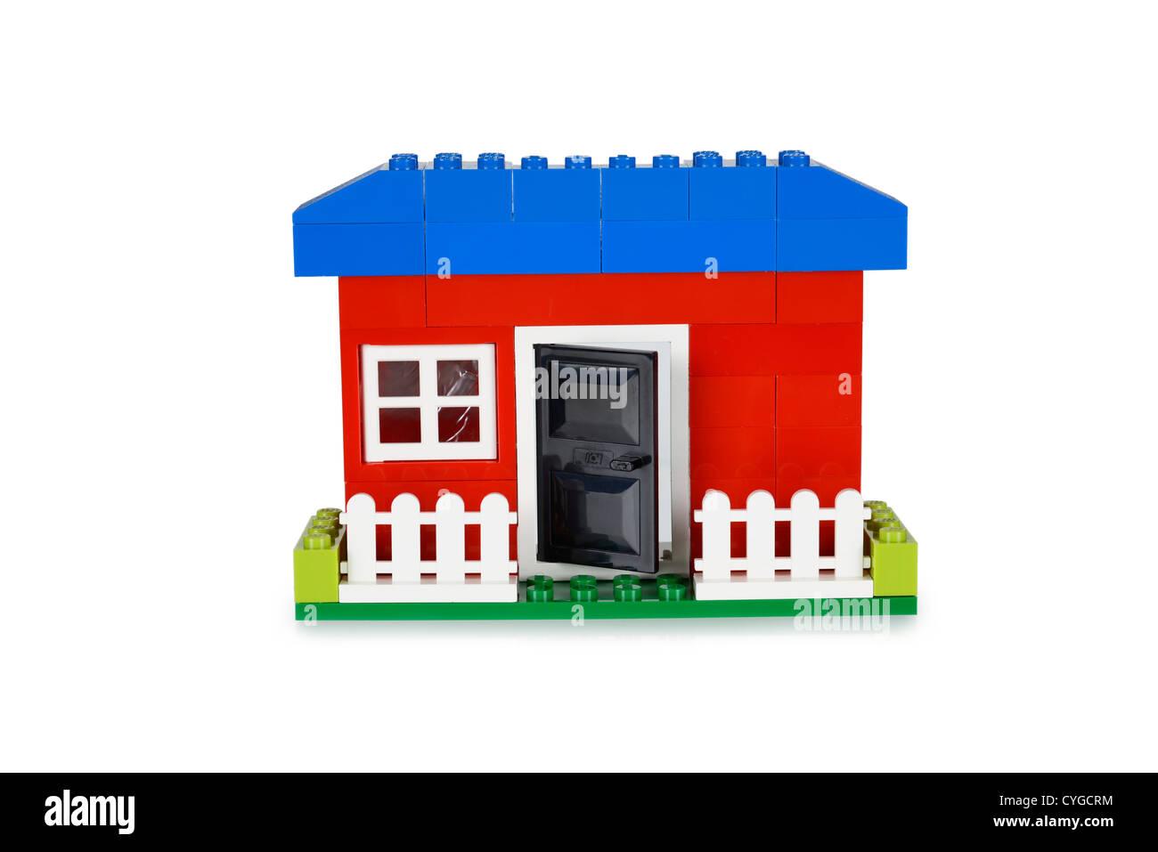 Spielzeug-Haus, erbaut mit Lego-Steinen Stockbild