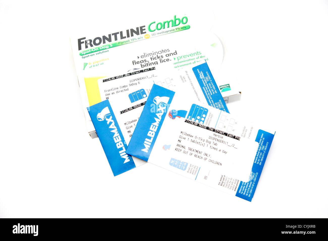 Frontline Pipetten Behandlung verhindert, dass Flöhe Zecken & Insekten & Milbemax Tabletten für Stockbild