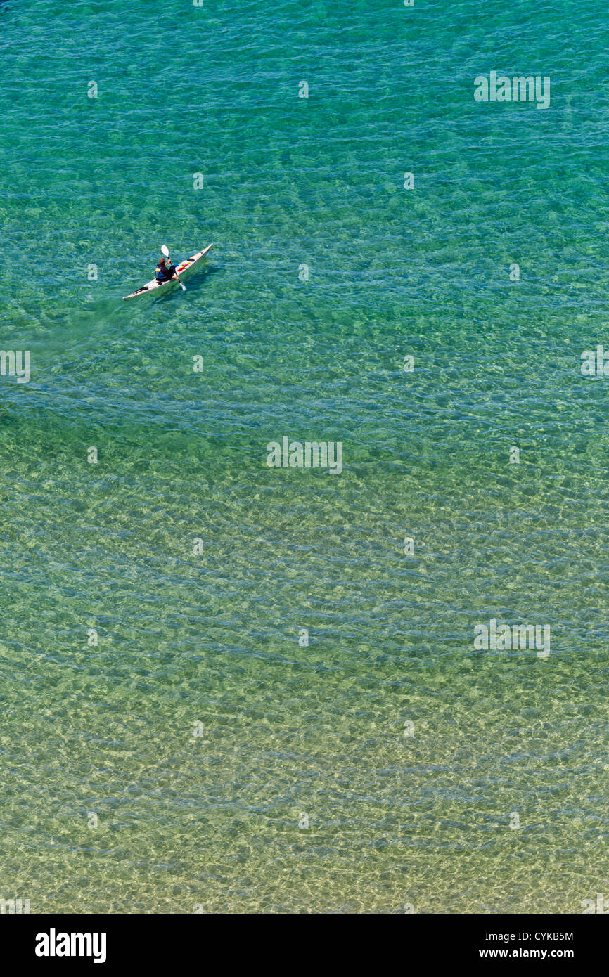 Türkis Meer; Klarem Wasser; Cornwall; UK Stockbild