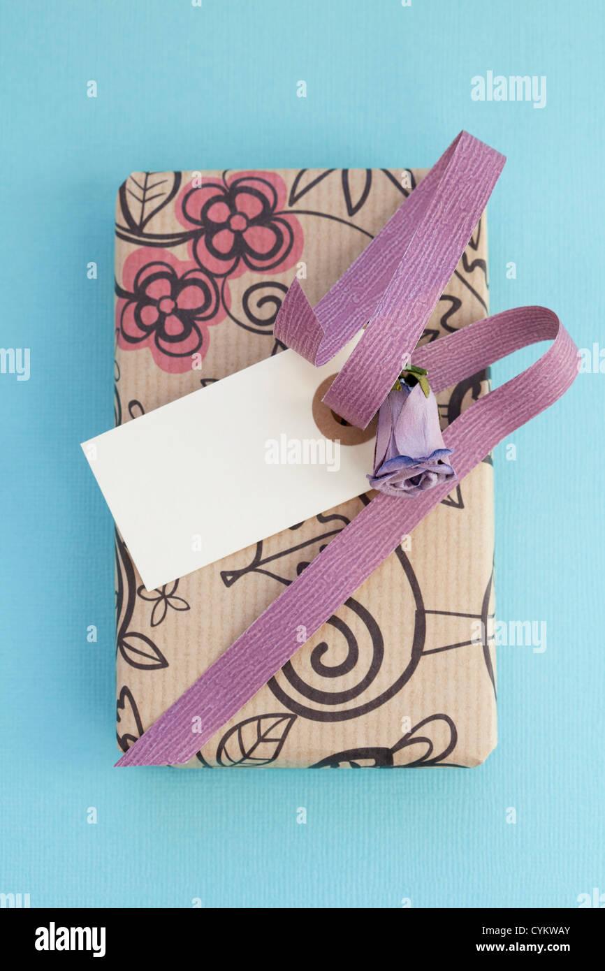 Nahaufnahme der verpacktes Geschenk-box Stockbild