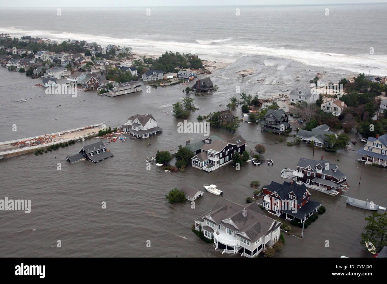 Luftaufnahmen der Schäden durch Hurrikan Sandy an der New Jersey Küste während einer Suche und Rettung Stockbild