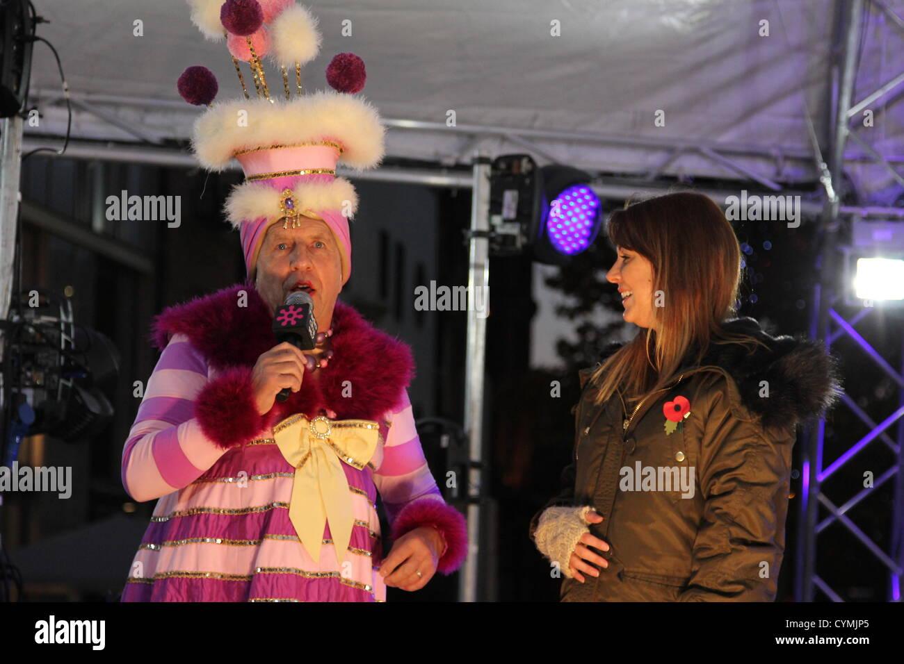 Lokale und nationale anerkannte Persönlichkeiten besuchten die Einführung des Weihnachtsfestes in Liverpool Stockbild
