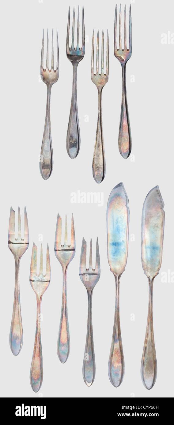 Adolf Hitler - zehn Stücke von Besteck aus seiner Residenz München, zwei Fische Messern, vier Gebäck Stockbild