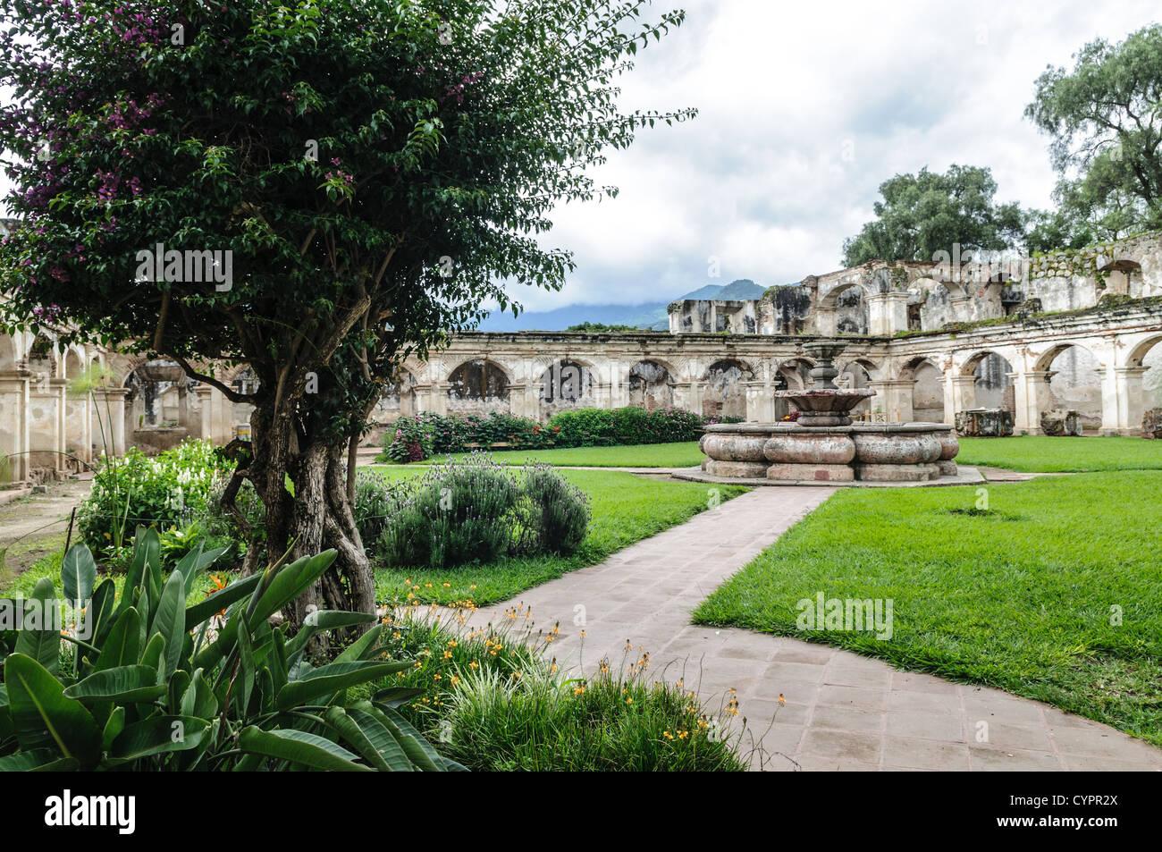 Das Kloster und die Kirche von Santa Clara (Saint Clair) in Antigua, Guatemala. Die ursprüngliche Gründung Stockbild